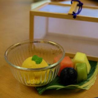 南瓜のアイスクリームとフルーツ盛り合わせ(茶寮 柿里 )