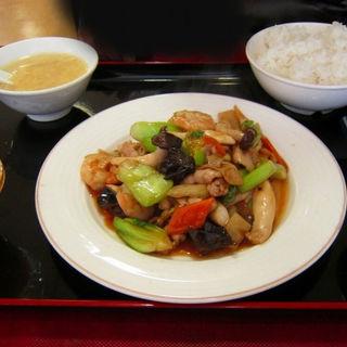 エビと豚肉の野菜炒め+点心 (ランチ)(華福 天空の風 パールプラザ店 )