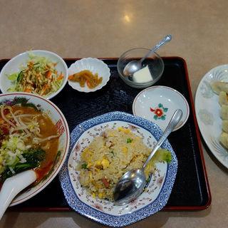 担々麺と半チャーハンのセット(餃子付き)(西安刀削麺 (セイアントウショウメン))