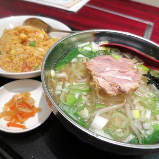 麺飯セット(塩汁ラーメン+キムチ炒飯)(豊澤園 )