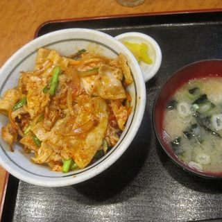 豚キムチ丼(遊のそば)