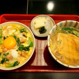 親子丼ときつねうどんのセット(道頓堀今井)