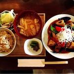 黒酢酢豚の定食