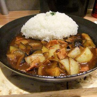 揚げナスとベーコンのカシミール風カレー(野菜を食べるカレーcamp KITTE博多店 (ヤサイヲタベルカレー キャンプ))
