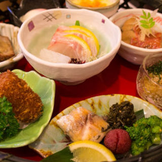 ミニわっぱ飯と小鉢の盛り合わせセット(銀の穂 )