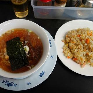玉子チャーハンと半ラーメンのセット(長江飯店 (チョウコウハンテン))