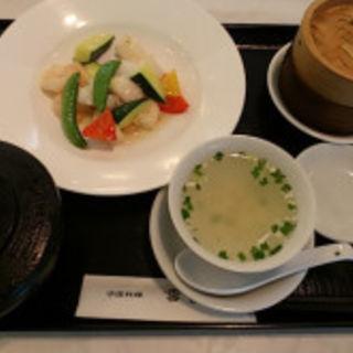 海の幸と彩り野菜炒め(雪園 川崎)