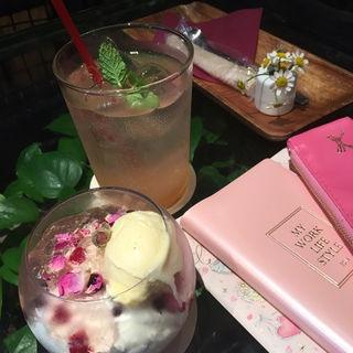 パフェ(青山フラワーマーケット ティーハウス 南青山本店 (Aoyama Flower Market TEA HOUSE))