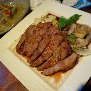 豚肉のロースト(赤ワインソース)(青木鮮魚店 (【旧店名】海鮮 炉ばた 炭菜坊))