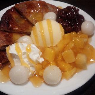 ホットックマンゴーとアイスのせ(韓国料理サムギョプサル とん豚テジ 大宮店)