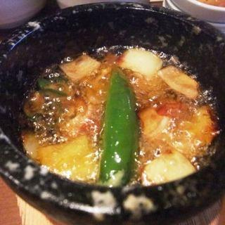 プルコチュと蛸の石焼アヒージョ(韓流美食dammi)