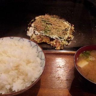 お好み焼き定食(ミニお好み焼きをブタ)500円+ご飯大盛り50円(風月天満店)