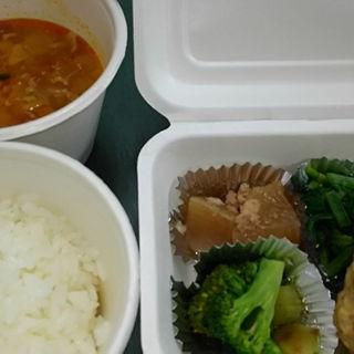鶏の胸肉を使った豆腐ハンバーグ(食堂life (食堂ライフ))
