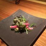 河豚と山葵菜の塩こぶ和え