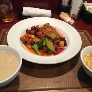 鶏肉と野菜の唐辛子炒め(香)