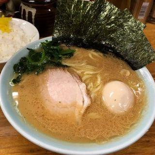 ラーメン(麺かため)+味付玉子(高根家 (たかねや))