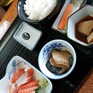 サーモン刺身定食(魚いちず )