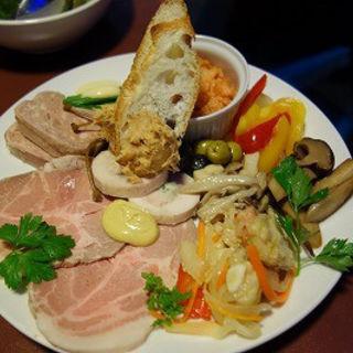 おまかせ前菜の盛合せ(魚の家バル)