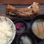 マグロのカマ焼き定食