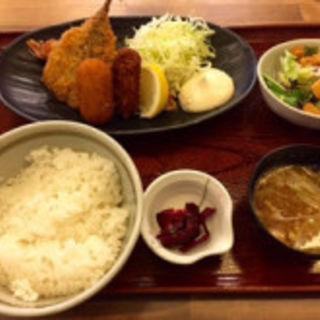 海鮮フライ定食(魚問屋 魚政宗 川崎分店)