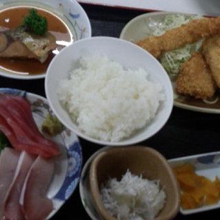 デラックス定食(魚市場食堂 )