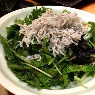 春菊と水菜のじゃこサラダ(魚治 (UOHARU))