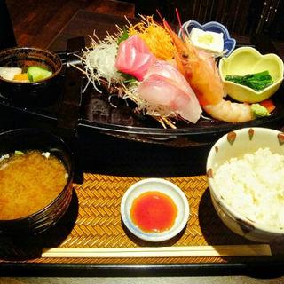 魚炉定食(魚炉 東口原価市場 (トトロ))