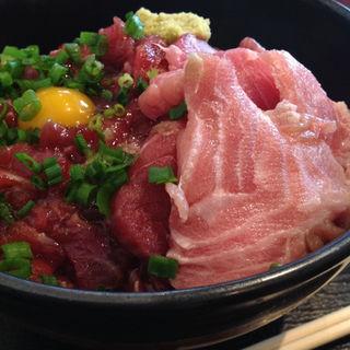 マグロとほほ肉のユッケ丼(魚菜はざま )