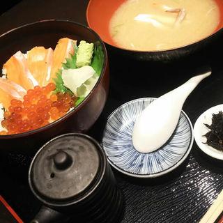 サーモンとイクラ丼(魚貫 UOKAN )