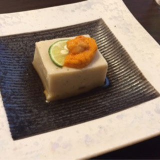 ウニのせ胡麻豆腐(鮨 とびこめ )