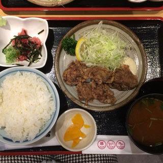 鮪唐揚定食(鮪小屋本店 ユニモール店 (まぐろごやほんてん))