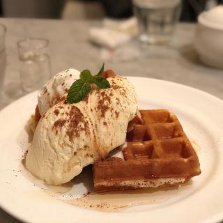 ハニーシナモンワッフル(ノア カフェ 銀座店 (NOA CAFE))