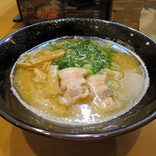 とんこつラーメン(醤油味)(麺屋 戎一代 (メンヤ エビスイチダイ))