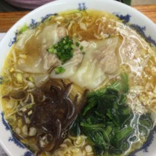 肉 福ワンタン麺(黄金の福ワンタン まくり (オウゴンノフクワンタン マクリ))