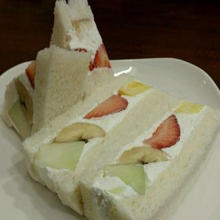 ミックスフルーツサンド(山口果物 (ヤマグチクダモノ))