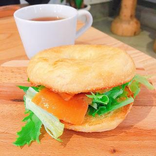 ホットサンド (サーモンチーズ)(fruit & sandwich Rosier)