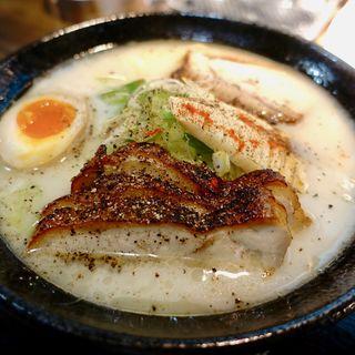 シラトリさん チャーシュー麺(らーめん黒白)