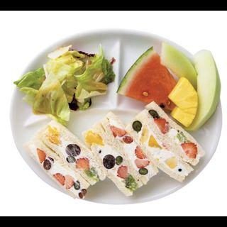 Cセット(フルーツサンド、サラダ、フルーツ3品、コーヒーor紅茶)(果実園 リーベル )