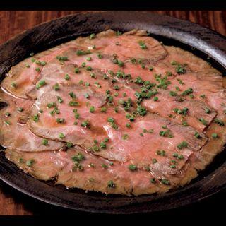 ローストビーフ 卵黄ダレ(肉料理 それがし)