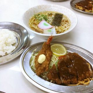 B定食と黄そば(三久食堂 )