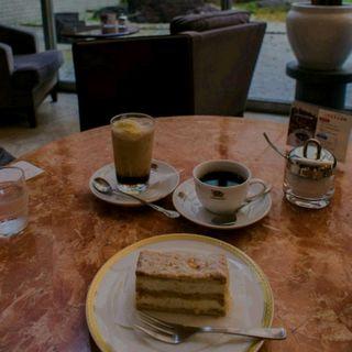 コーヒーとケーキ(ワールドコーヒー 京都商工会議所店 (WORLD COFFEE))
