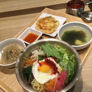野菜ビビンバセット(韓国屋台料理 ポチャ 福岡パルコ店)