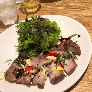 ハーブローストポーク(岩塩包み焼き)と美味しいお野菜のプレート(フラッグスカフェ&ダイニング )