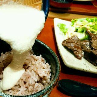 麦とろろご飯と牛タン胡椒焼き(美膳麦や七蔵)