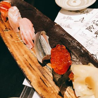 寿司盛り合わせ(魚真 乃木坂店 (うおしん))