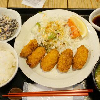 カキフライ定食(梅山鉄平食堂 )