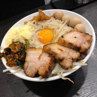 汁なし ニンニクナシヤサイマシアブラマシ ニラキムチ粉チーズウズラ(麺や福はら)