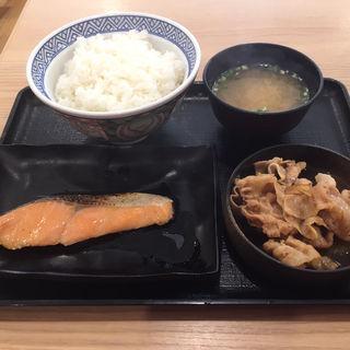 豚鮭定食ご飯大盛(吉野家 札幌狸小路店)