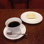 チーズケーキとコーヒー(讃喫茶室 (自家焙煎珈琲 サンキッサシツ))