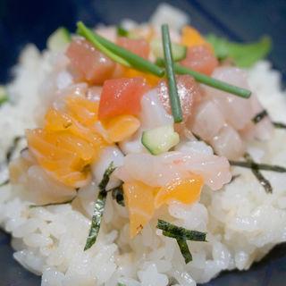 華海鮮丼と釜揚げしらす丼(まま魚)